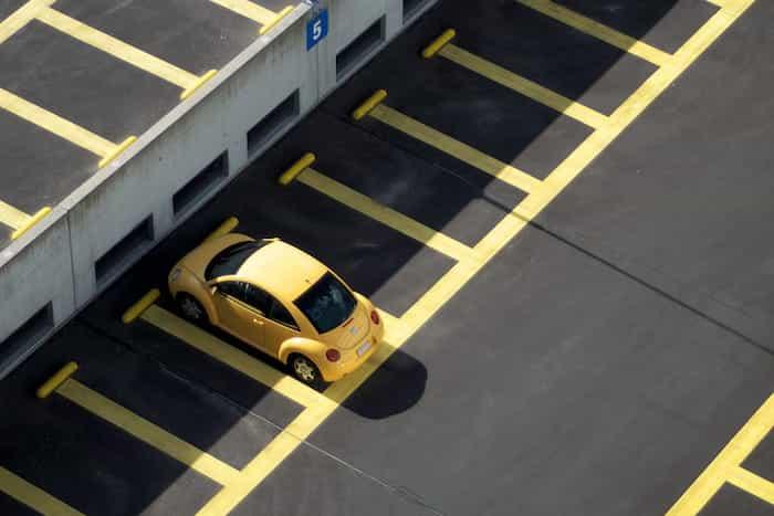 Estacionamiento de un coche