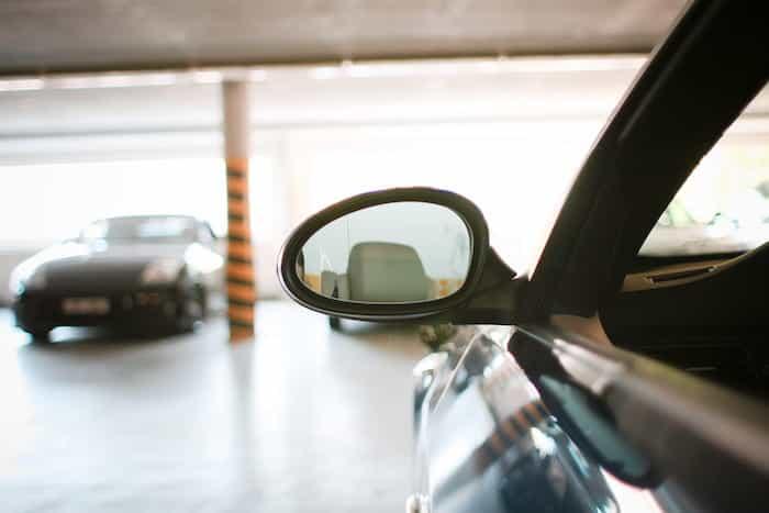 Parking comunitario en un edificio