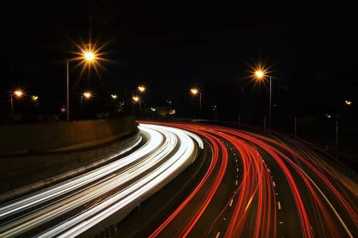 Autovía con limites de velocidad