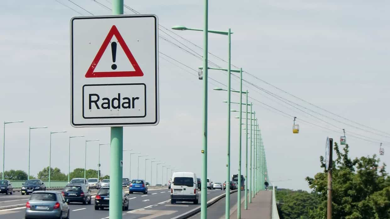 Tipo De Radar En Una Autovía