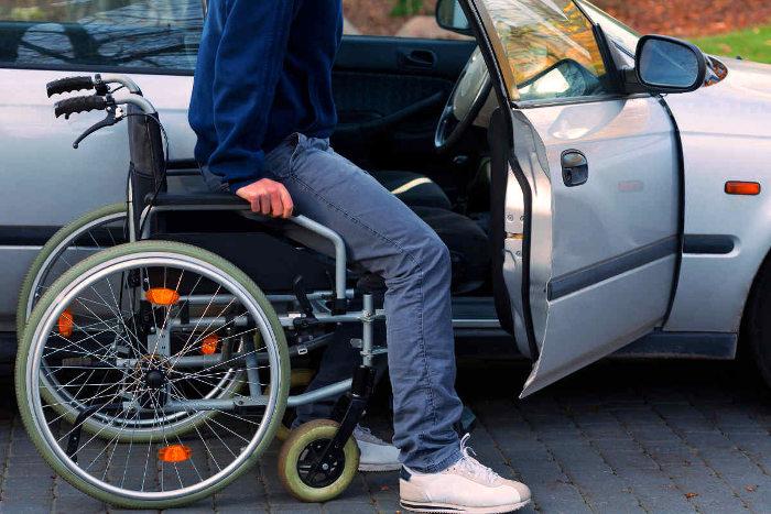 Coche para persona con movilidad reducida exento del pago del impuesto de matriculación