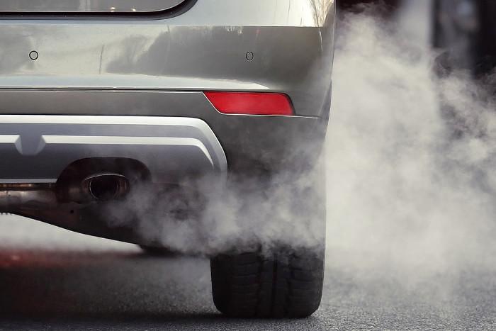 Emisión de contaminación de un automóvil