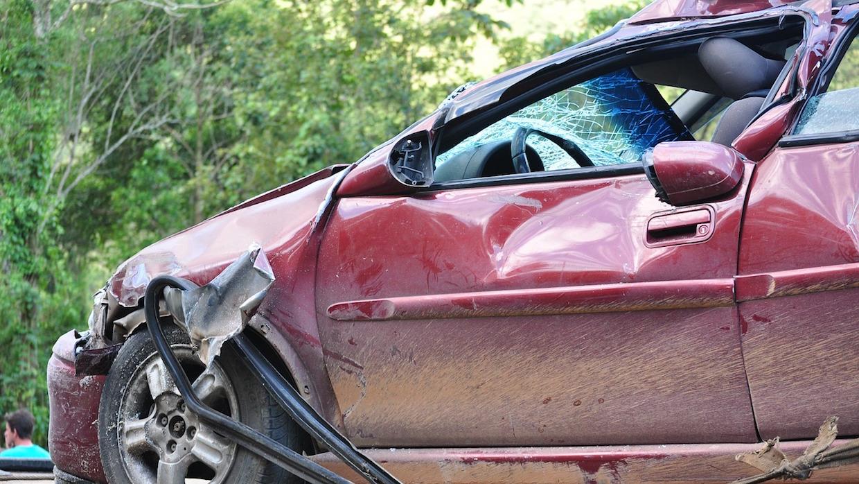 Coche Después De Un Accidente Por Incumplir Las Medidas De Seguridad Vial