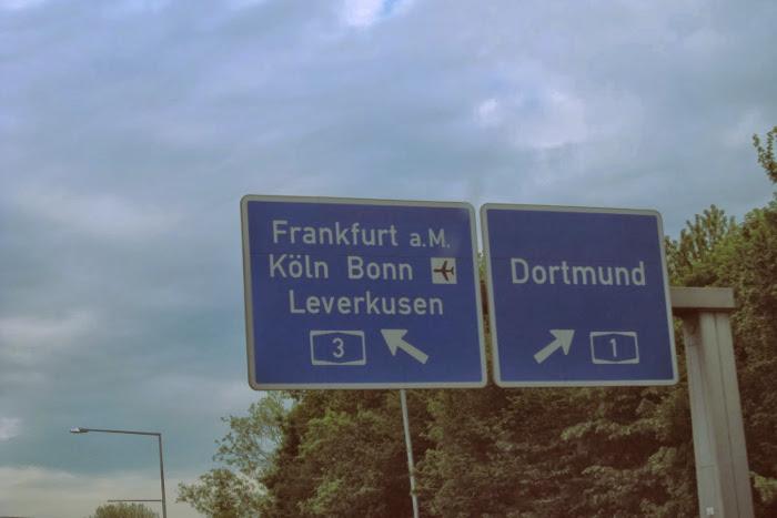 Señales de indicación de la distancia de una ciudad