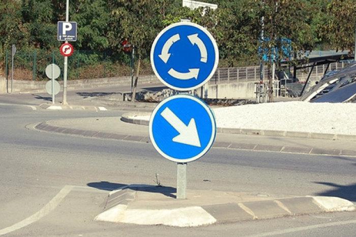 Señal de indicación de rotonda