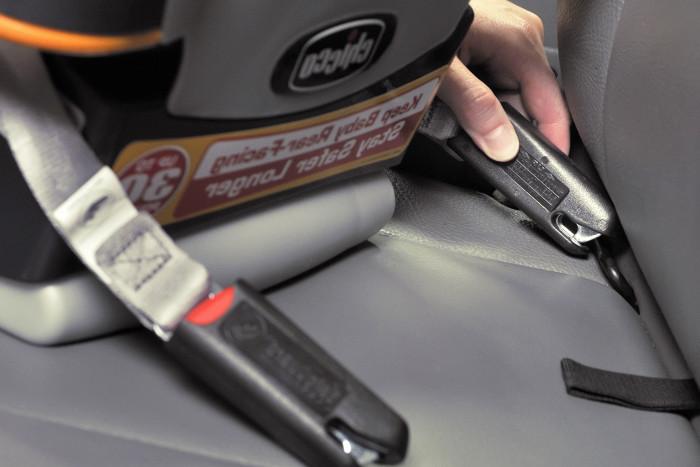 Instalando la silla del coche