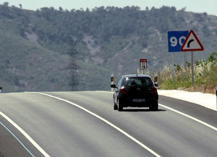 Marcas viales de tráfico y señales de circulación