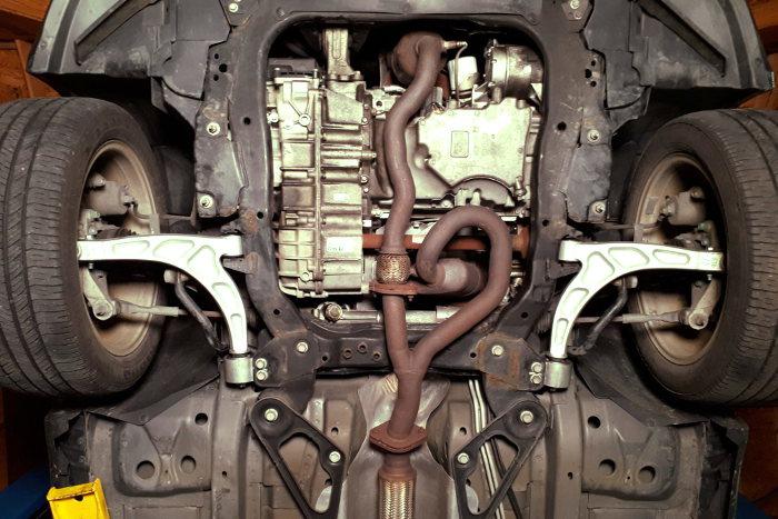 Las partes de un automóvil visto desde abajo
