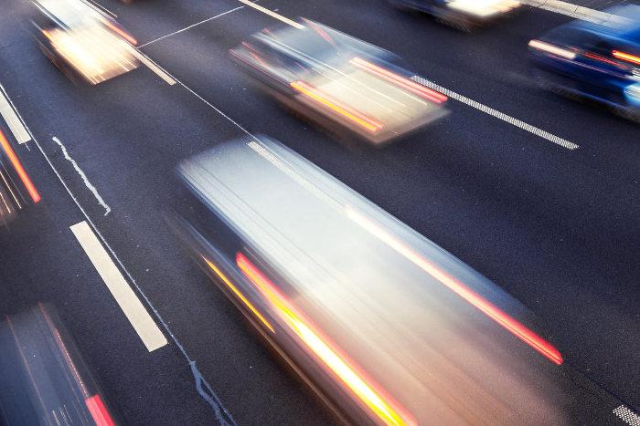 El exceso de velocidad en la carretera produce efecto túnel