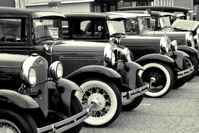 Primeros coches con combustible