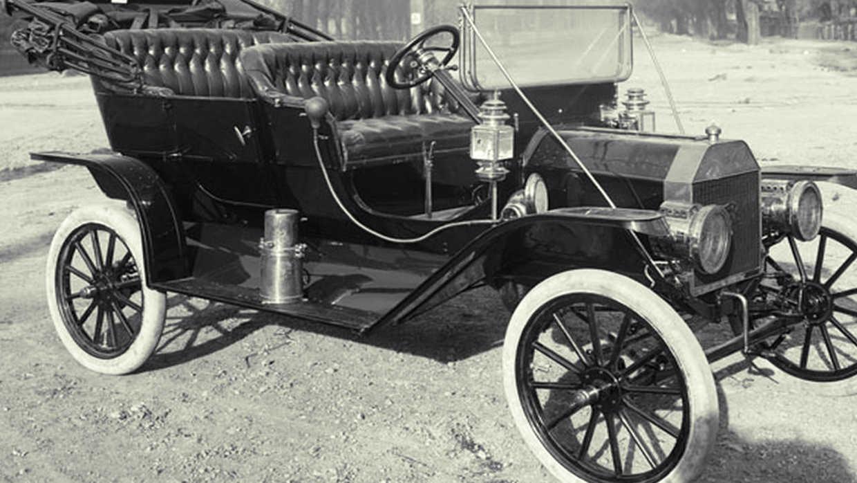 Uno de los primeros coches fabricados
